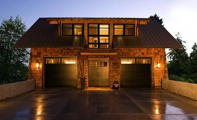 Гараж в коттедже. Где лучше построить: отдельно на участке или рядом с домом?