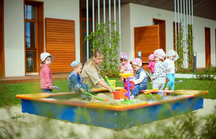 Детский сад в коттеджном поселке. Плюсы и минусы. Стоит ли отдавать ребенка или лучше возить в город?
