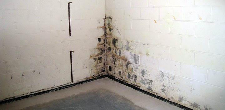 Гидроизоляция стен частного дома. Как она делается и какие материалы используются?