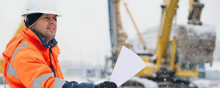 Можно ли строить дом зимой? Особенности зимнего строительства коттеджей