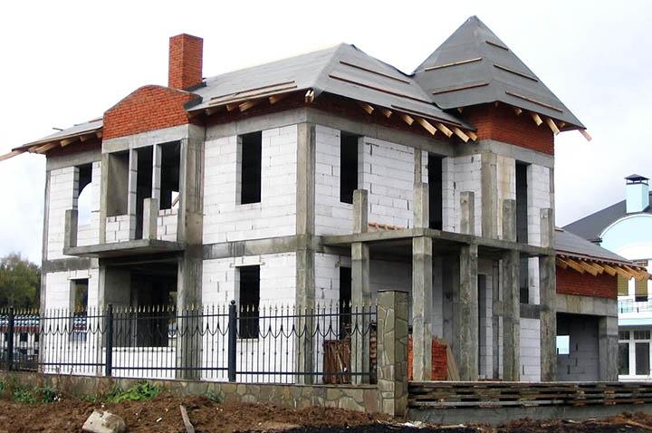 Можно ли построить каменный дом дешево? Каркасные коттеджи из ячеистого бетона