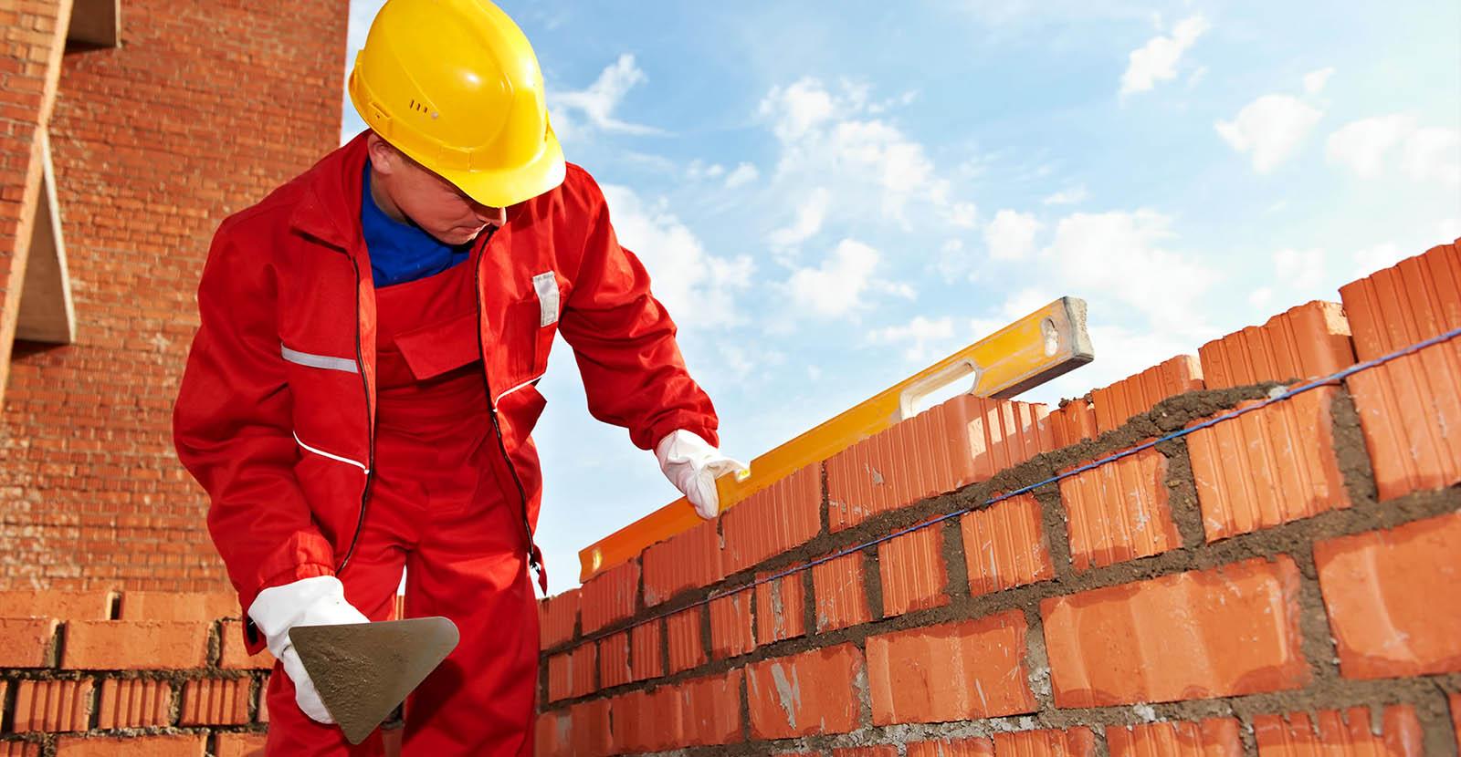 Дом из кирпича своими руками: как построить (видео)