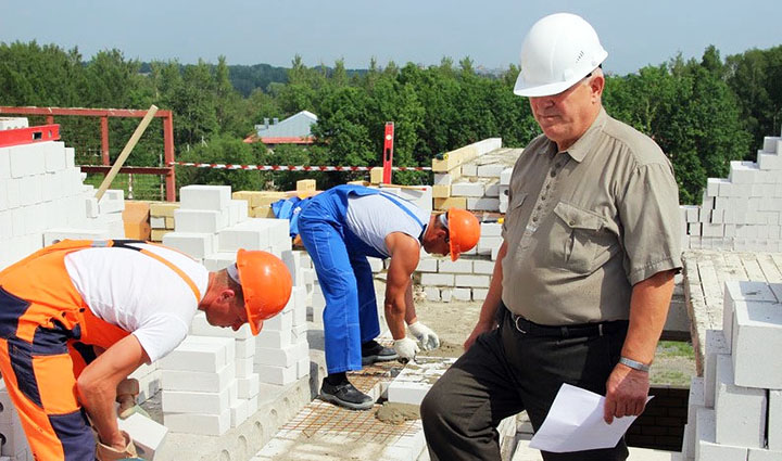 Кто такой Прораб? И зачем он нужен при строительстве дома?