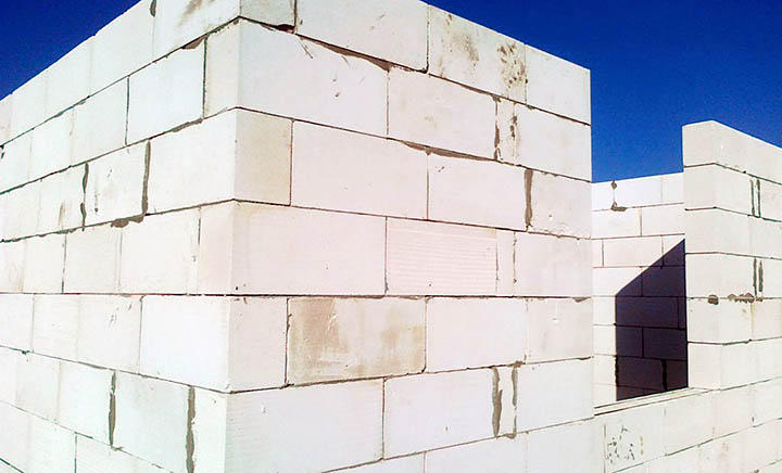 Какой бетон лучше выбрать для строительства загородного дома?