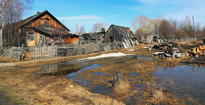 Почему лучше не покупать дома и участки в заброшенных деревнях?