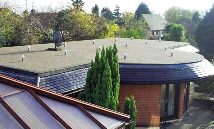 Как сэкономить на крыше? Почему дом с плоской кровлей обойдется дешевле?