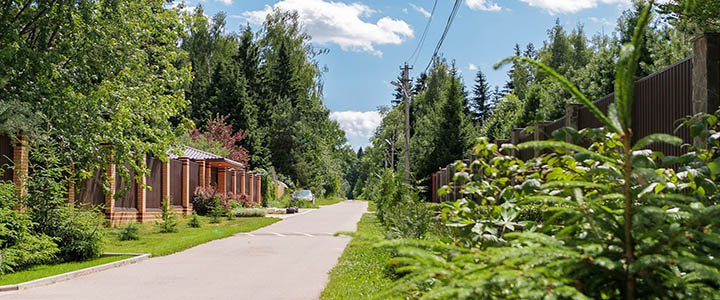 Влияние спроса и цен на выбор загородного жилья. Почему одни дома и участки продаются дорого, а другие дешево?