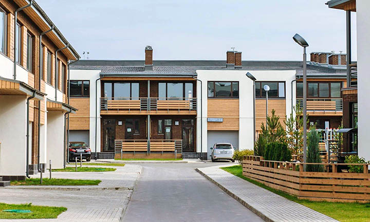 Выбираем жилье по Волоколамскому шоссе: чем таунхаус лучше, чем квартира в Красногорске?