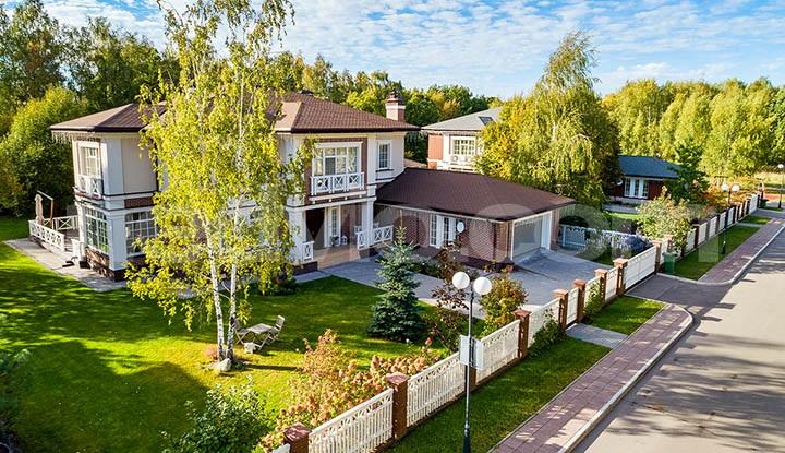 Элитное загородное жилье Подмосковья. В чем разница элитных и обычных поселков?