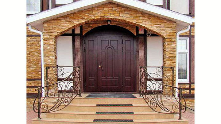 Взломостойкие двери и окна для загородного дома. В чем их отличия?