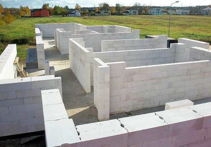Из чего лучше построить дом: из пенобетона или газобетона?