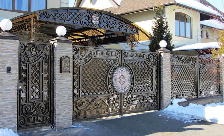 Кованые ворота для загородного дома: тот случай, когда расходы того стоят