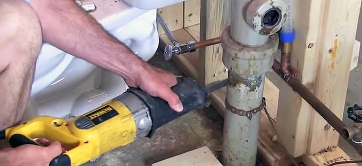 Что важно учесть при ремонте, замене сантехники в загородном доме?
