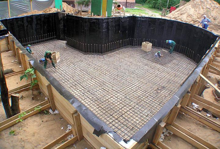 Из чего лучше сделать гидроизоляцию фундамента?
