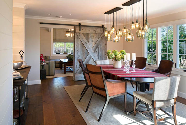 Грамотный интерьер столовой комнаты загородного дома