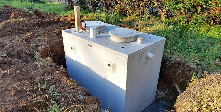 Какой септик установить на дачу: бетонный или пластиковый? Плюсы и минусы
