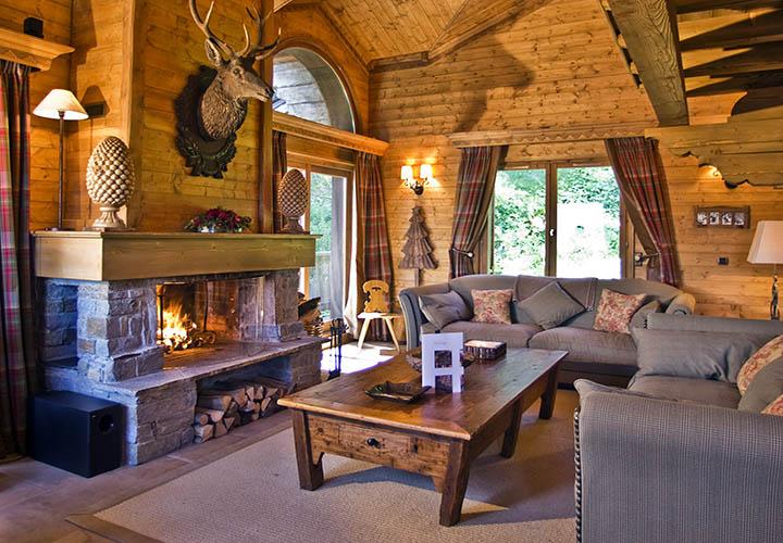 Какой мебелью лучше обставить деревянный дом?