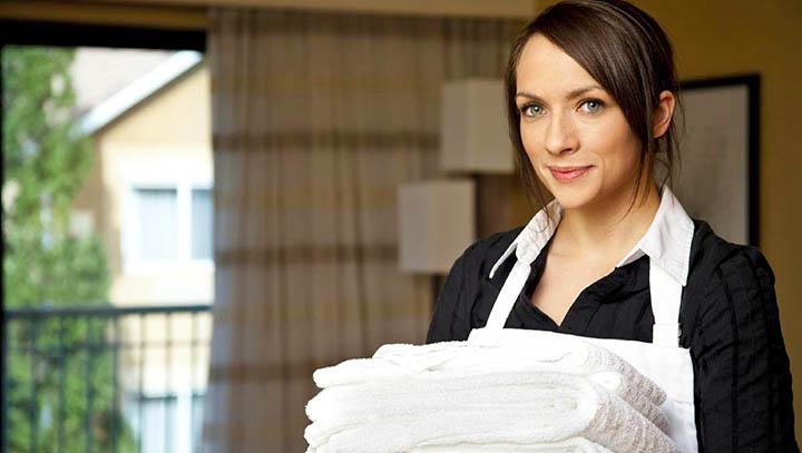 Что нужно учитывать, выбирая домработницу (горничную)?