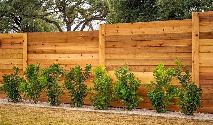 Какой строить забор на даче? Как построить своими руками?