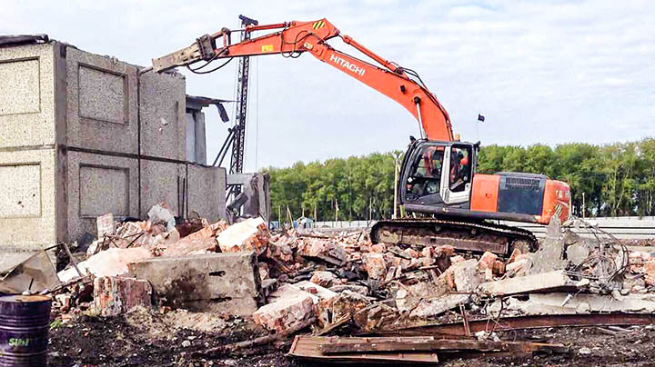 Как сносят старые дома, здания, фундаменты и сооружения?
