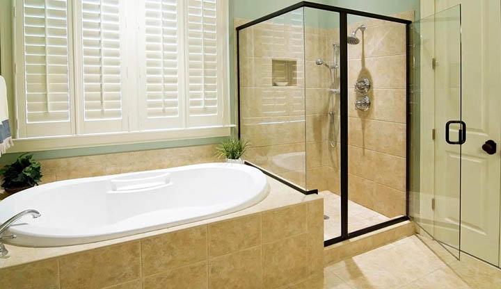 Ванна или Душ: Что лучше? Преимущества и недостатки обоих систем