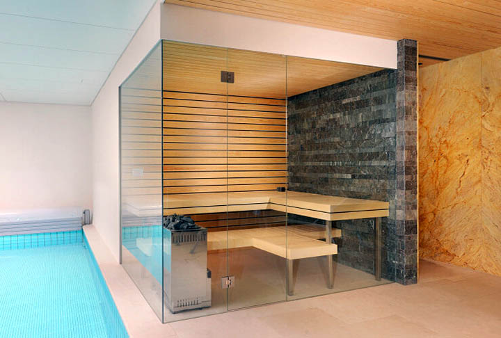 Стоит ли делать в доме стеклянную сауну?
